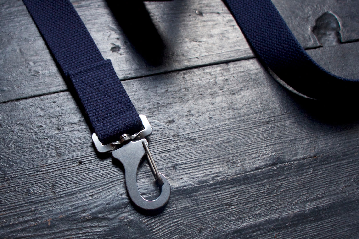 navy dog lead with steel clip