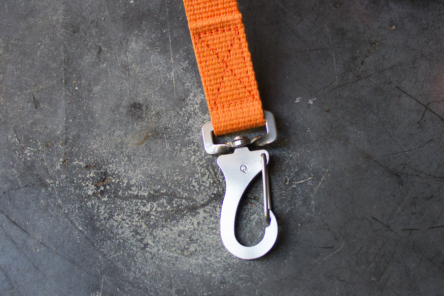 slim orange dog lead with steel clip