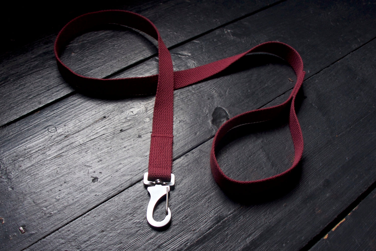 strong burgundy dog lead