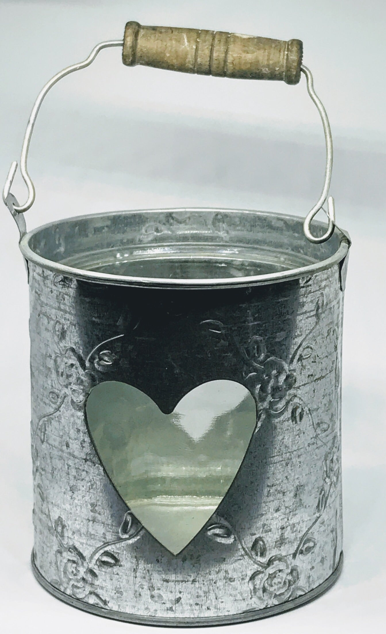 Heart metal candle holder