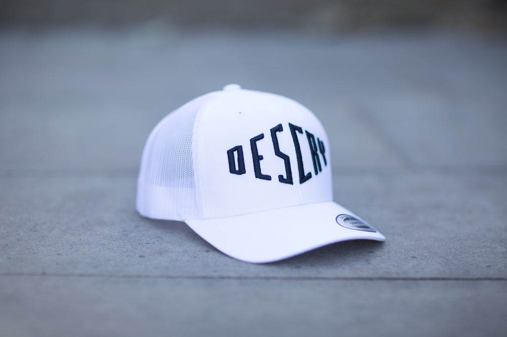 White/Black Curved Peak Mesh Trucker