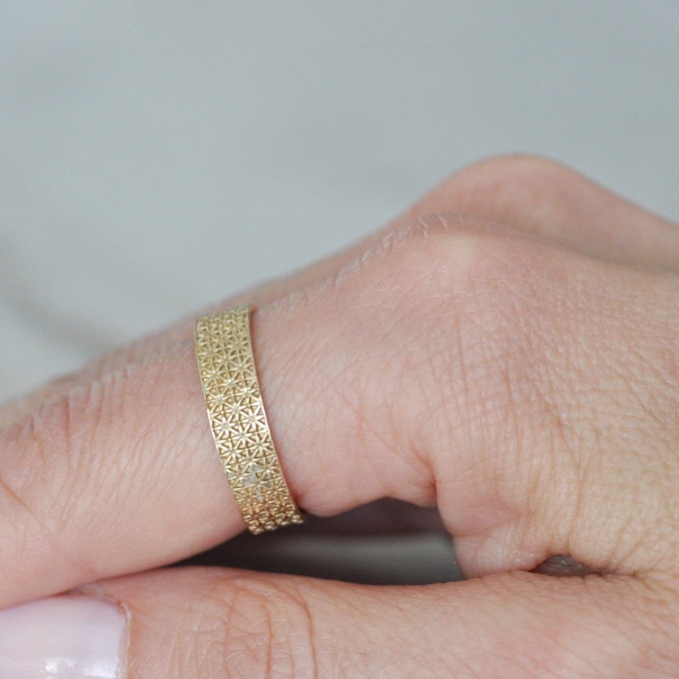 Deco Antique Yellow Gold Band