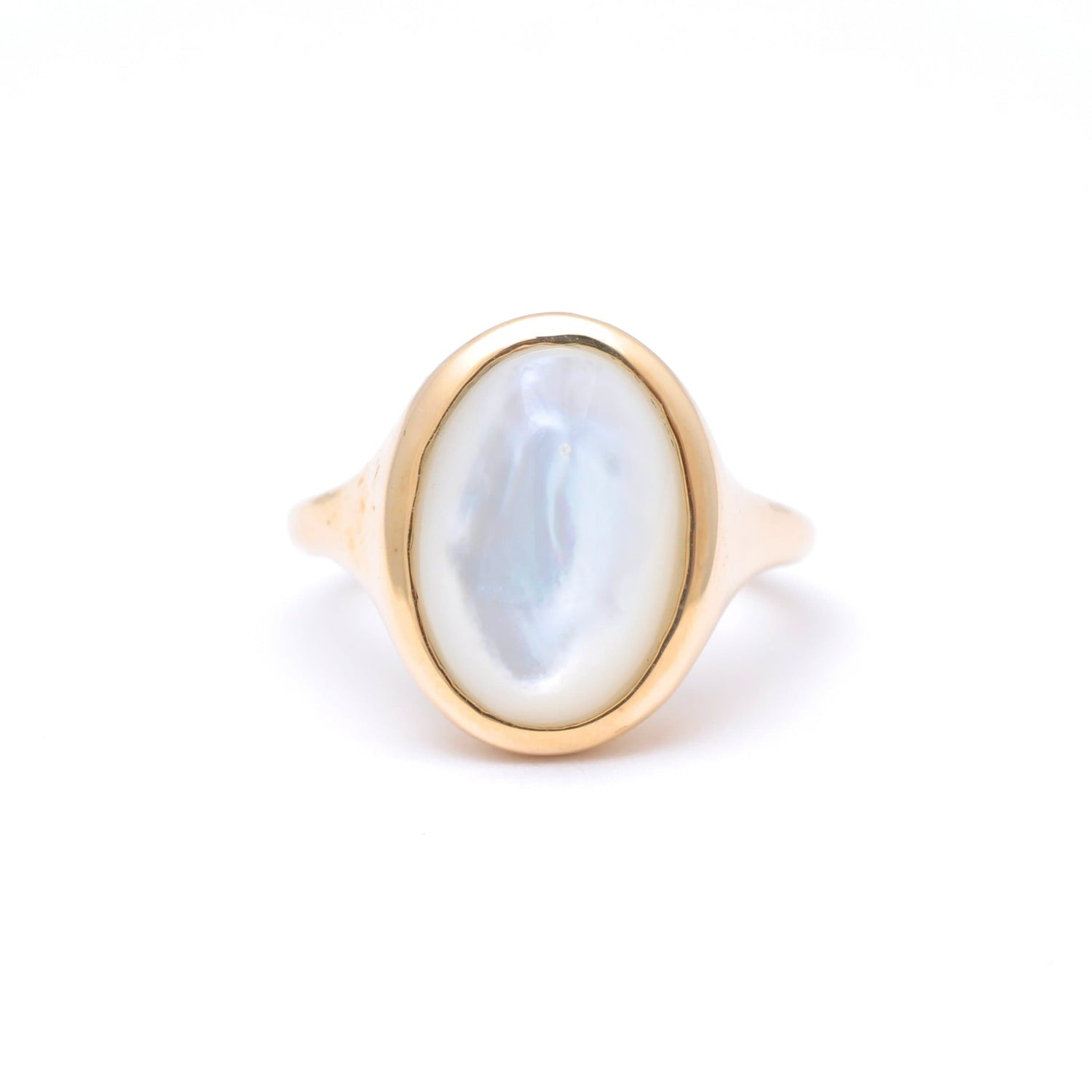 Mother of Pearl Polished Oval Gold Ring