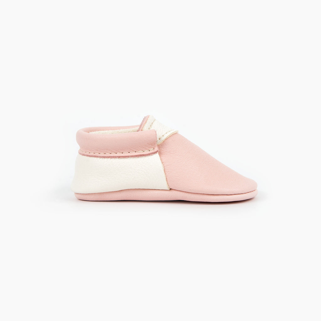 BLUSH/WHITE URBAN MOCCASINS