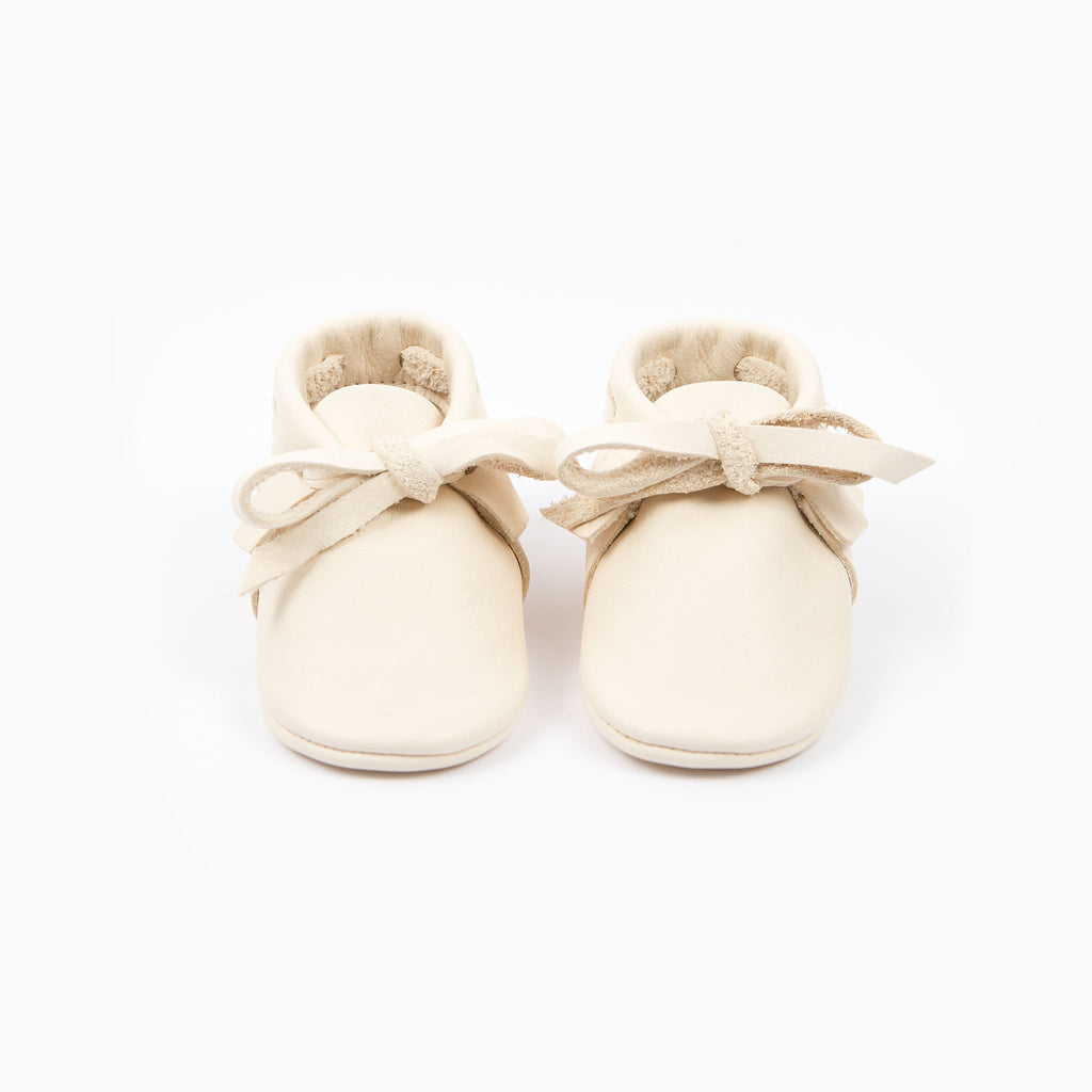 CREAM LACED MOCCASINS