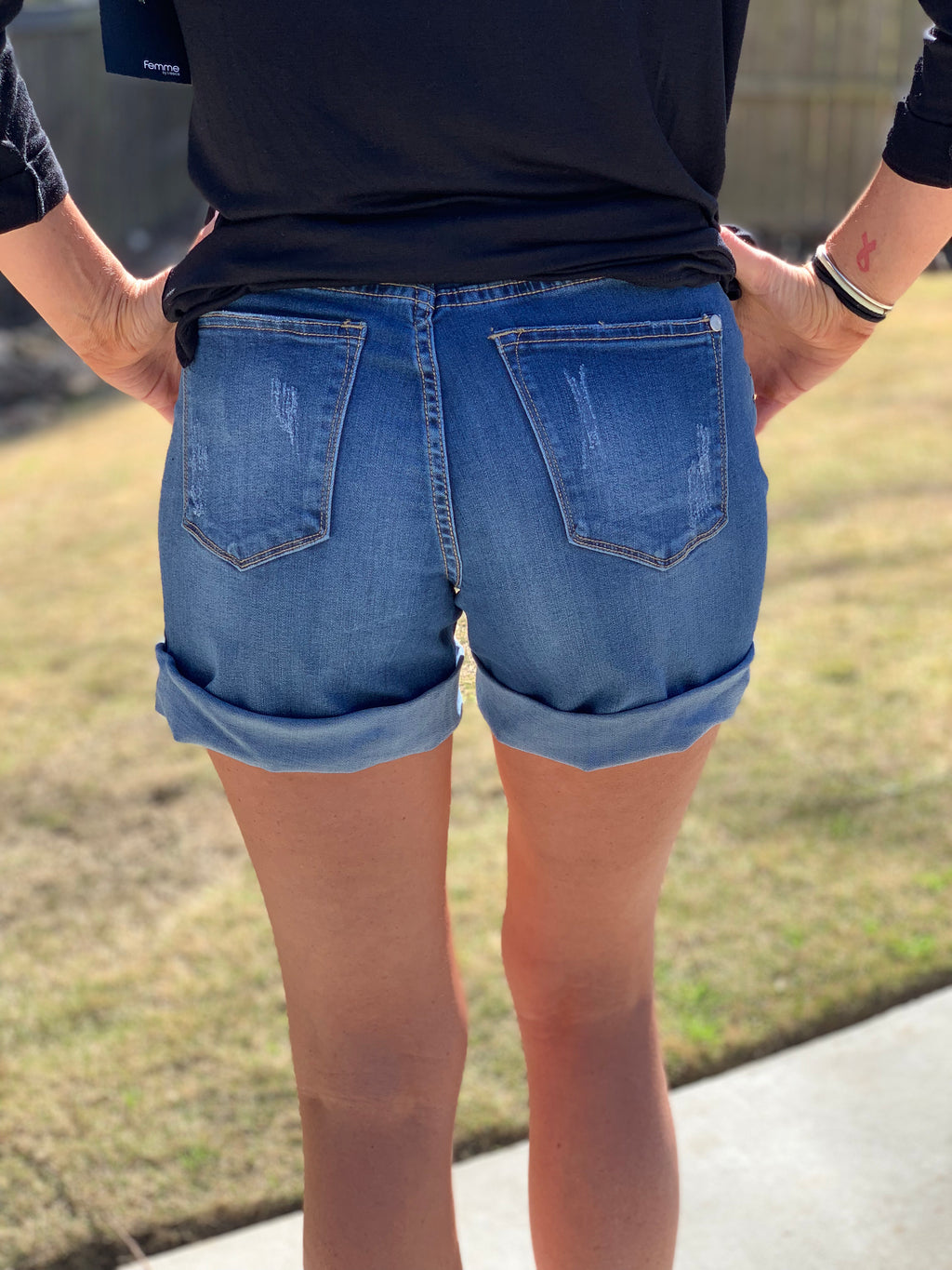 Sunny Days Shorts (Medium Wash)