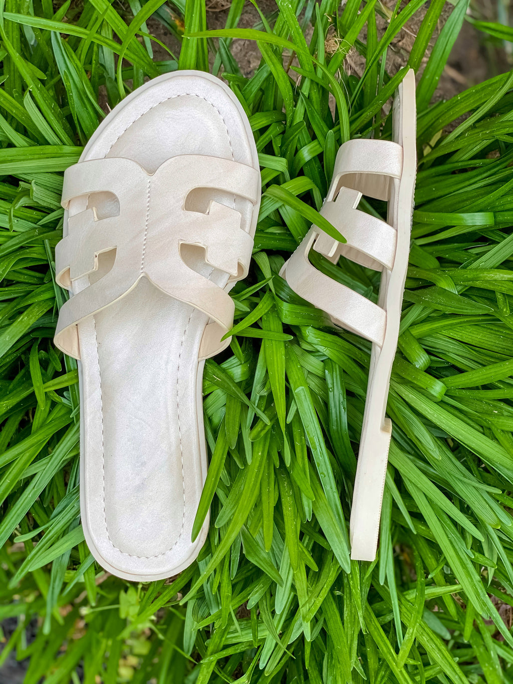Simply Chic Marbled Ivory Sandals
