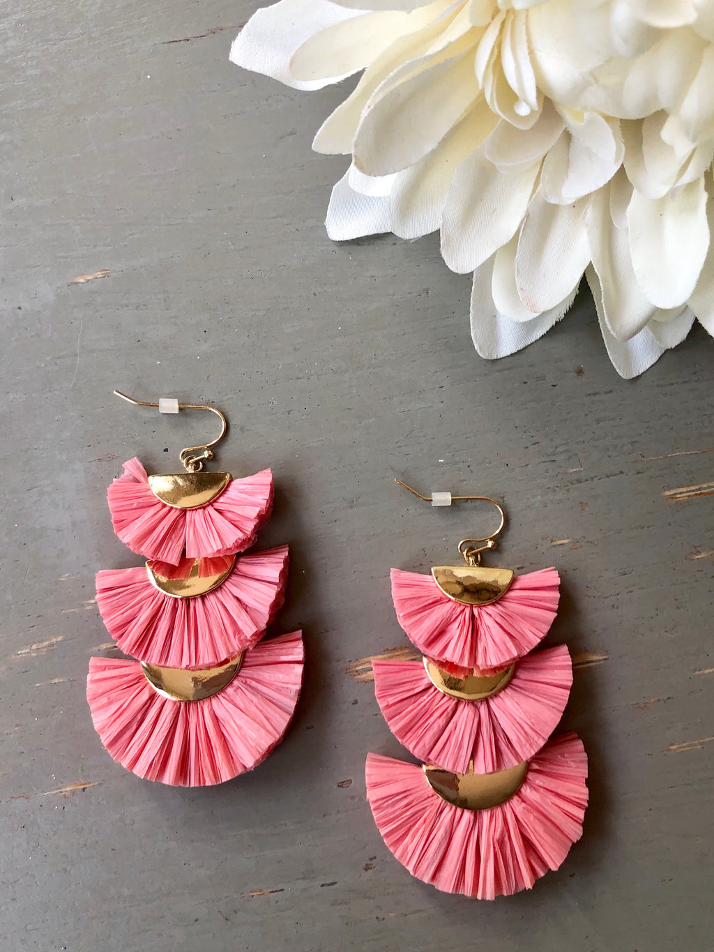 Shorely Yours Fan Earrings (Peachy Pink)