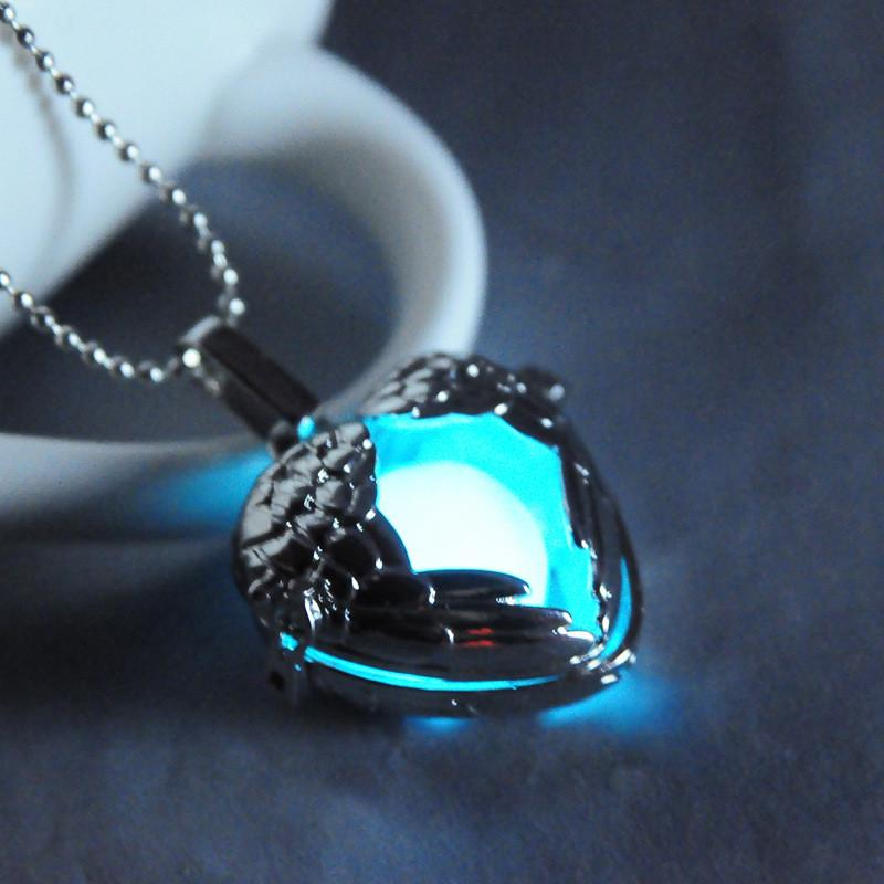 Luminous Heart Angel Wings Pendant - Trending Curve