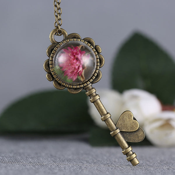 Romantic Key Pendant with Dried Flower - Trending Curve