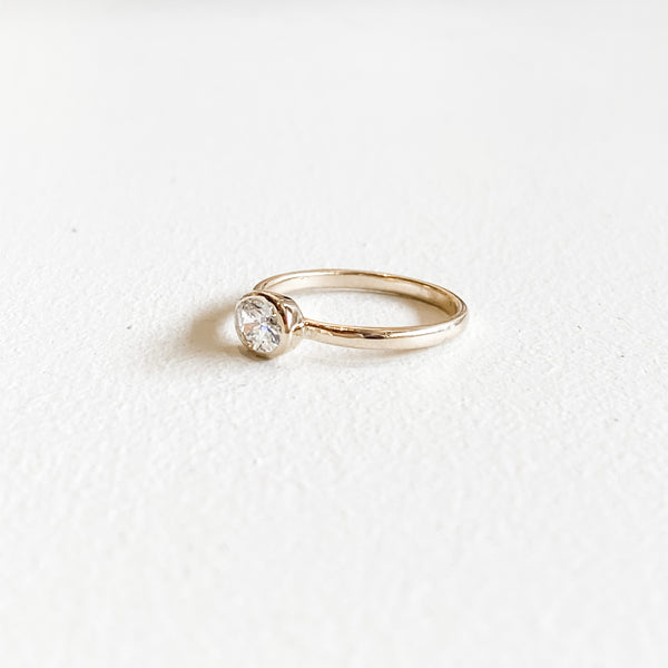 Oria • Diamond Oval Ring