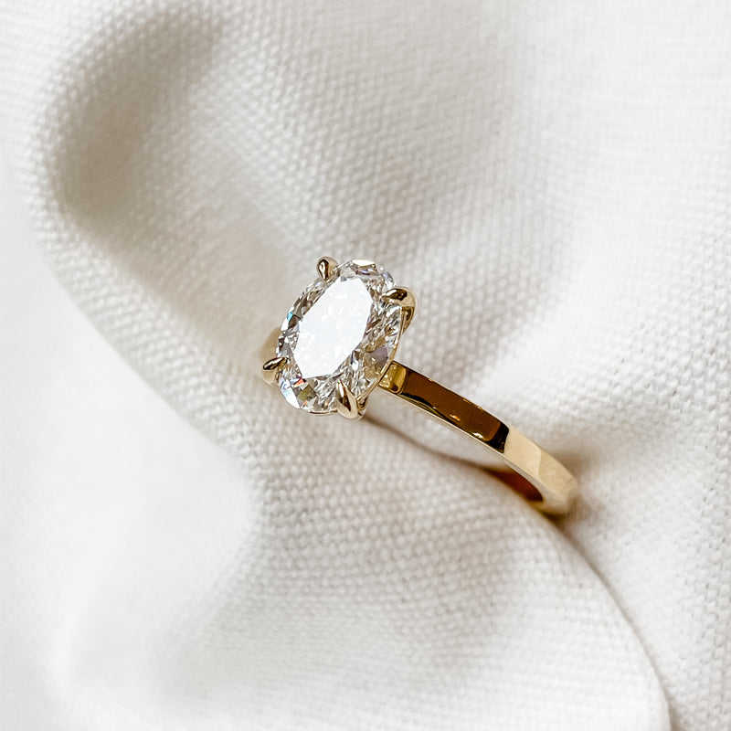 Clara  • Oval Diamond Engagement Ring