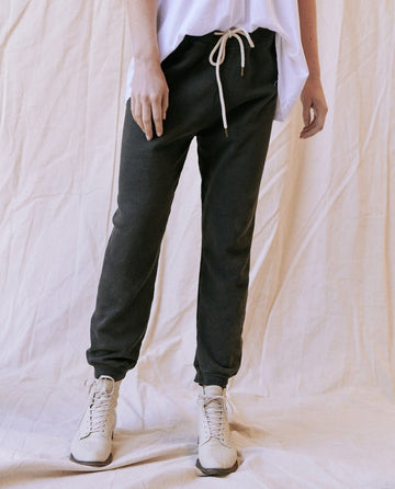 THE CROPPED SWEATPANT - WASHED BLACK