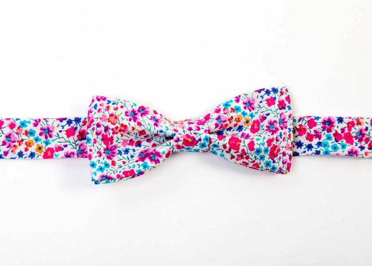 Boys Liberty Print Bow Tie - Que to the Zoo