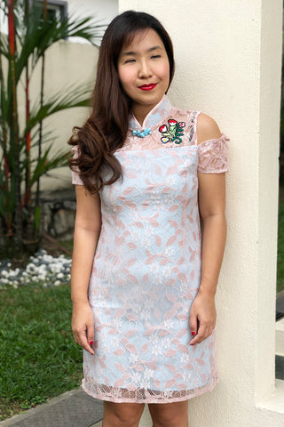 MOM & DAUGHTER: Embroidered cold-shoulder lace qipao