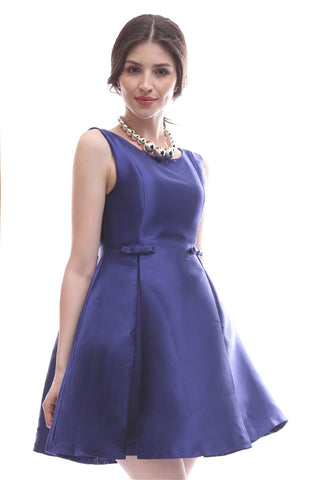 Bow-adorned dress with deep-V back