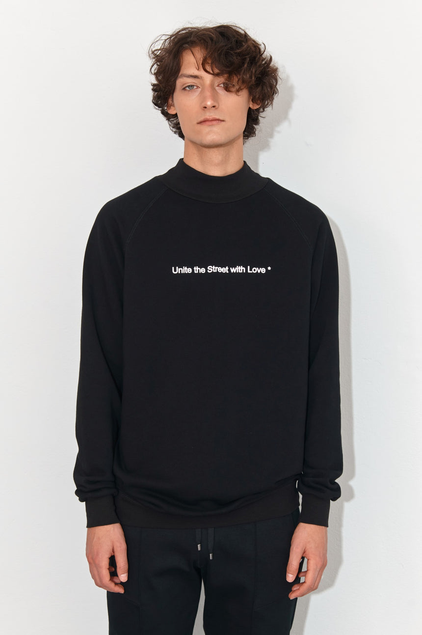 MOONLESS NIGHT TURTLENECK SWEATSHIRT UNITE