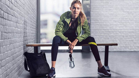 ee316598dae6f 9 Celebrity Inspired Outfits With Leggings You'll Be Wearing Everywhere