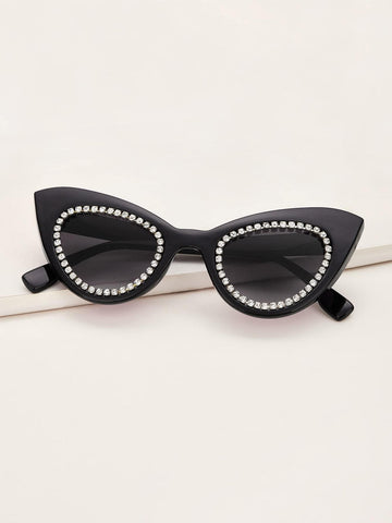 Black Rhinestone Engraved Cat Eye Sunglasses