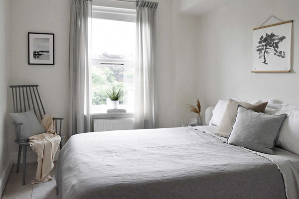 Scandinavian-style bedroom with neutral coloured bedding