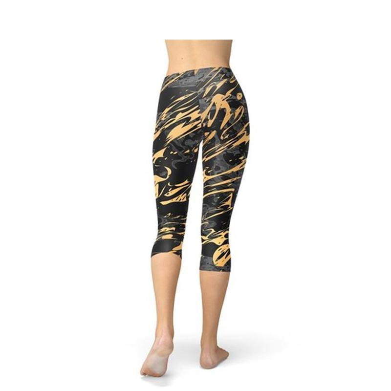 Women's Black Marble & Gold Splash Capri Leggings-Habitout