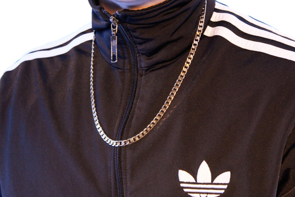 A man wearing a Cuban chain necklace