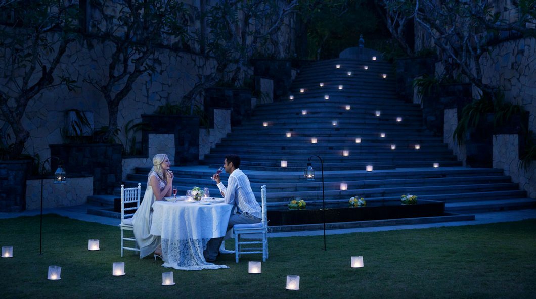 Romantic Candlelight Dinner In The Sparkling Valley