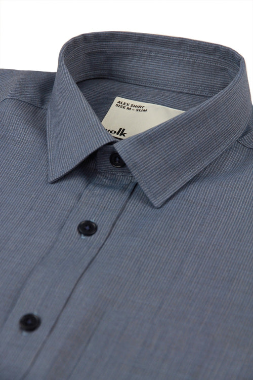 collar detail of a merino shirt from Wolk in the color navy with ottoman pattern
