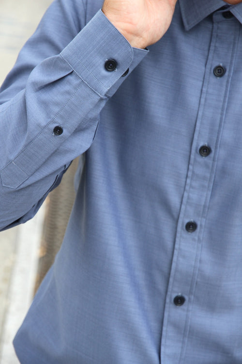 navy corozo buttons and small rounded cuff on merino shirt Wolk