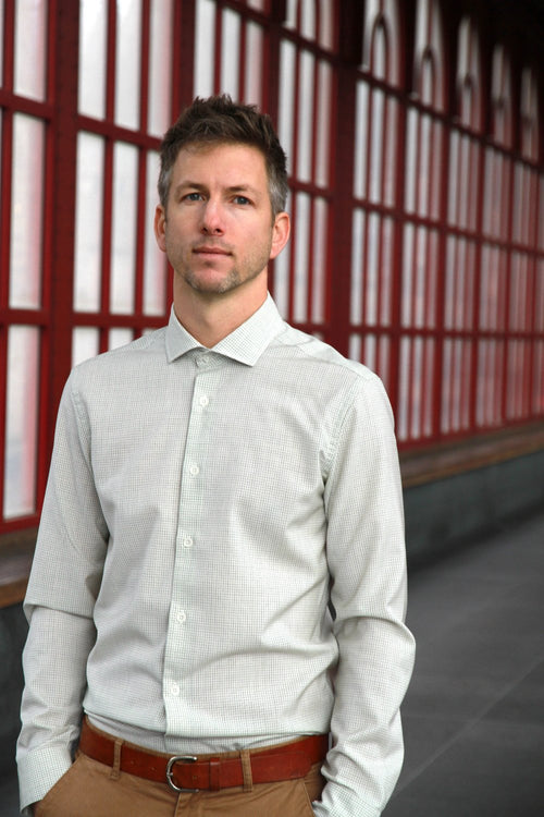 men wearing merino wol shirt with spread collar in grey graph check