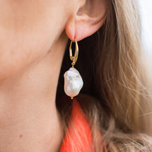Load image into Gallery viewer, 18ct Gold Riva Baroque Pearl Drop Earrings