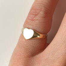 Load image into Gallery viewer, 9ct Gold Heart Signet Ring