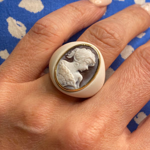 18ct Gold White Agate Cameo Ring