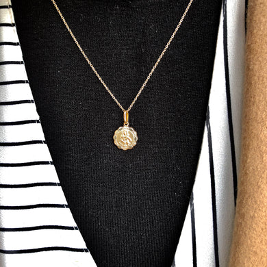 This pretty necklace is perfect to achieve the subtle layered look that is so on trend this year.  Get summer-ready with this beauty. This 12mm diameter 9ct yellow gold St Christopher Medal has a scalloped edge and a plain polished back which can be engraved free of charge. It has a 9ct yellow gold adjustable chain (16-18inch). Material: 9ct yellow gold