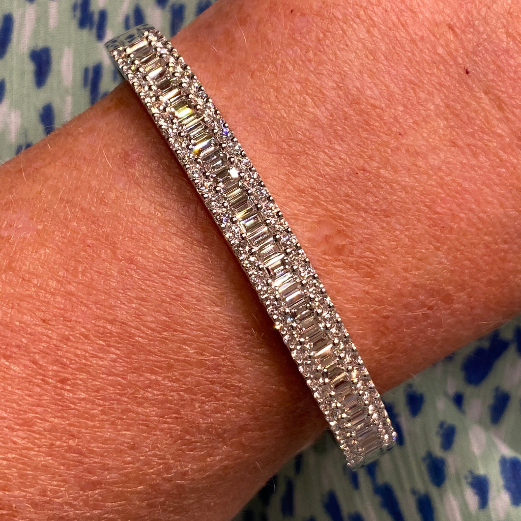 18ct White Gold 3.85ct Diamond Set Bangle