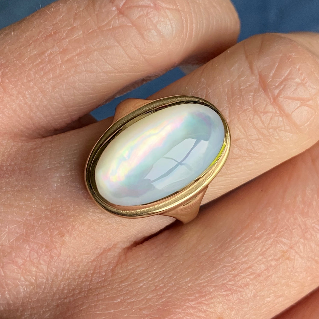9ct Yellow Gold Mother of Pearl Ring