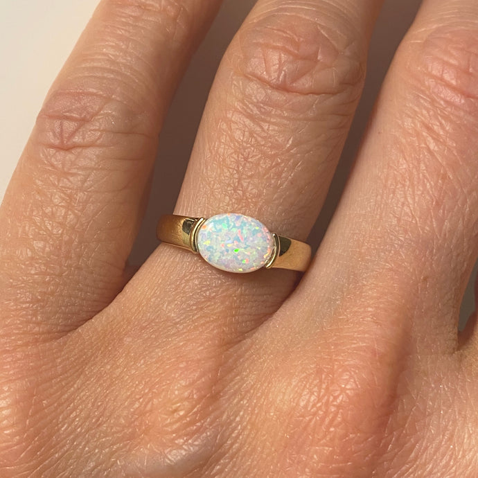 9ct Gold Oval Opalique Ring