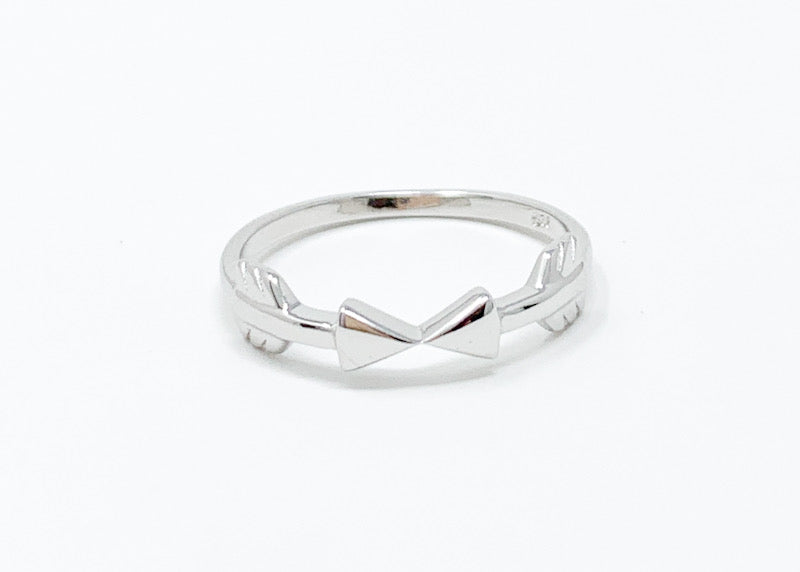 Double Arrows Ring