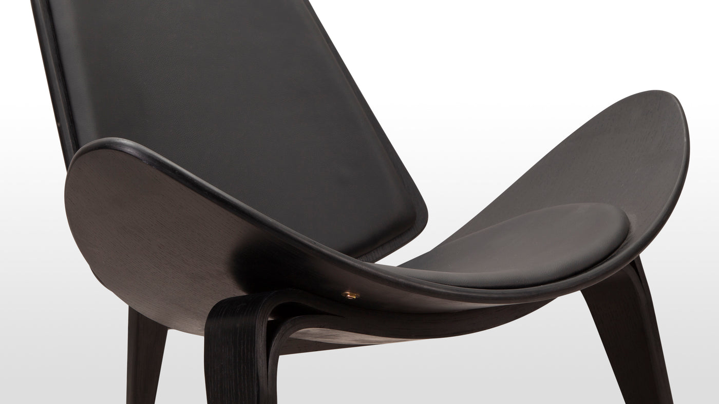 Luxurious seating for a home, office and beyond|With its distinctive curves and timeless charm, the CH07 Lounge Chair simply never goes out of style. It's the perfect seating solution for a stylish home, office or commercial space. As its name implies, it is the perfect addition to an upscale lounge.