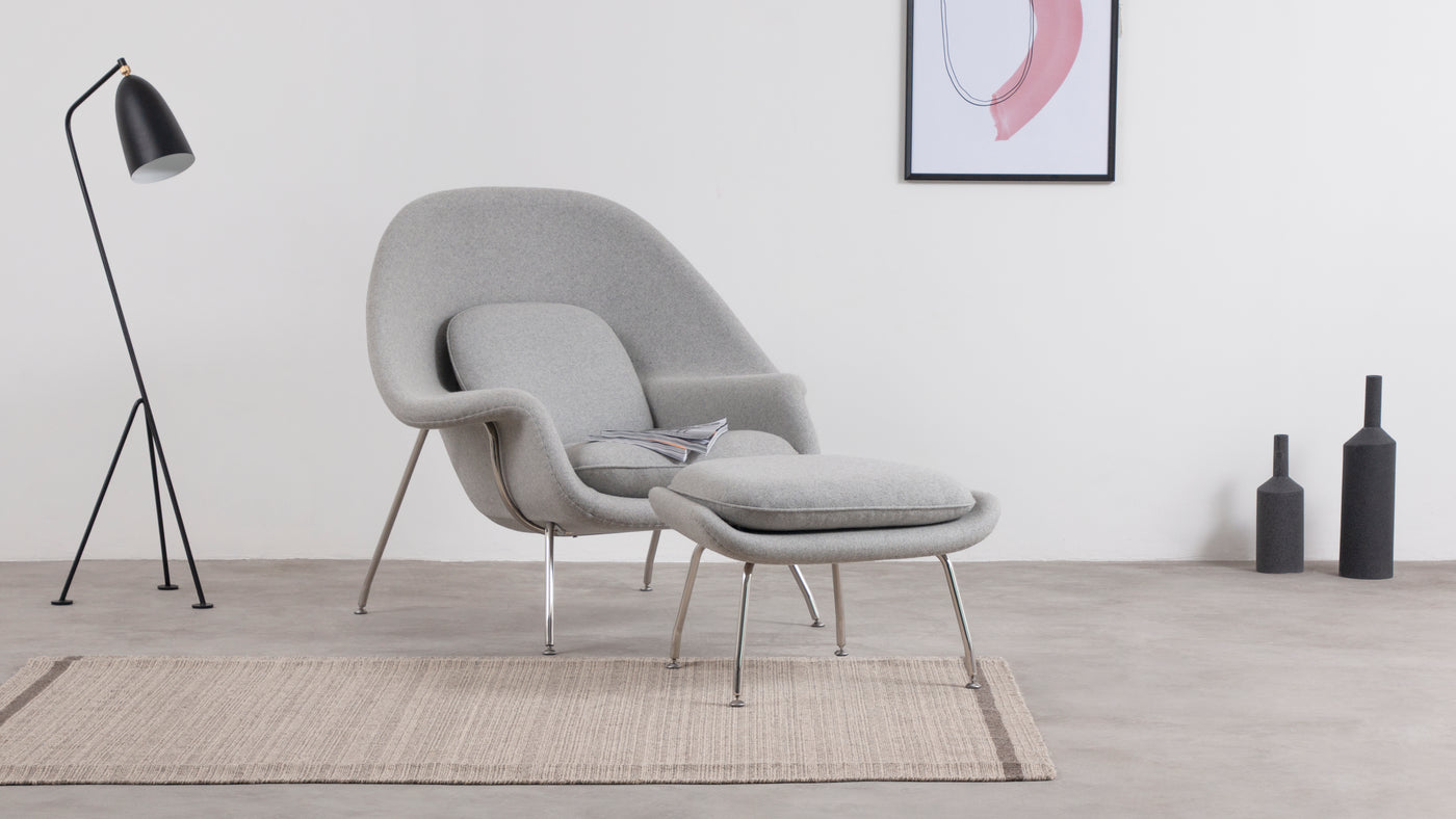 The inspiration|Inspired by his designer friend Florence Knoll, who challenged Saarinen with the task of designing a cozy, relaxing chair worthy of curling up in, Saarinen didn't waste any time creating just what Knoll had asked for. Gleaning its name from the shape of the chair and the way it cradles the human form, the Womb Chair is perhaps the comfiest, coziest seating solution in designer history. The coordinating stool is the perfect add-on, creating an even more relaxing environment.