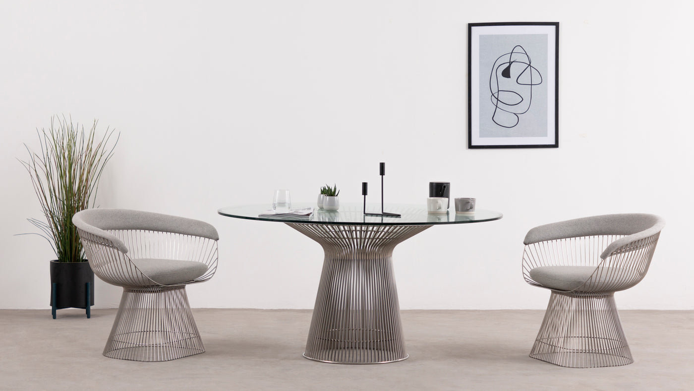 From casual to high-class|The beauty of this Platner classic is its ability to effortlessly adapt to any occasion. It's a fun and quirky take on a casual dining table, and thanks to its stylistic uniqueness, it's just as appropriate for a black-tie affair. Whether you're enjoying a family meal or entertaining guests, this table is the perfect choice.