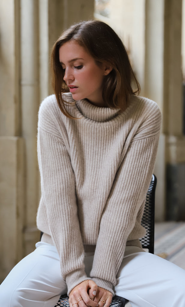 Tessa Turtleneck Cashmere Sweater - Natural Oatmeal