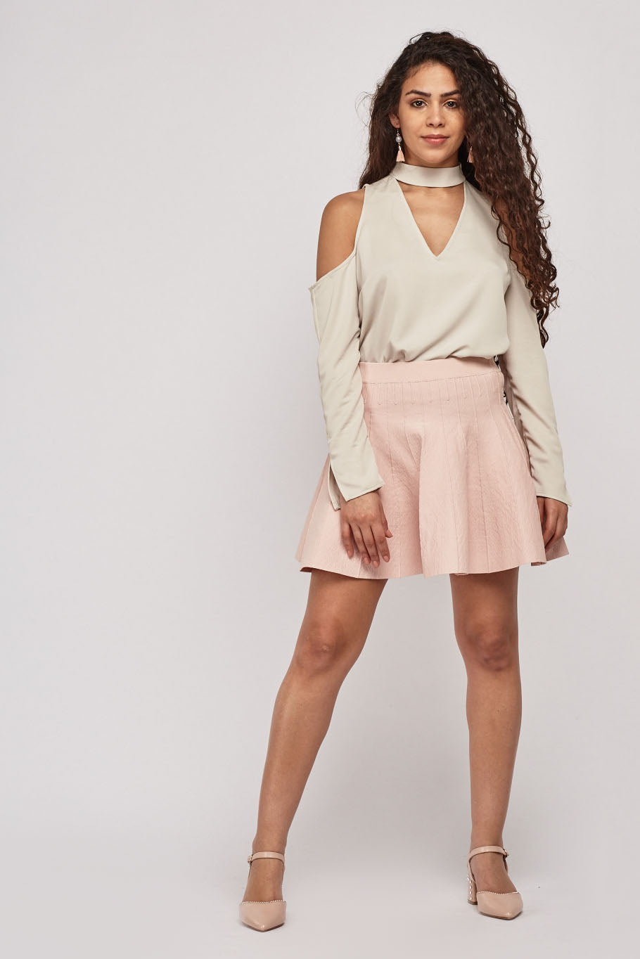 Blusa choker cold shoulder