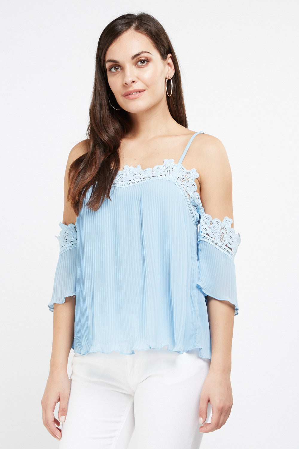Top cold shoulder detalle croché