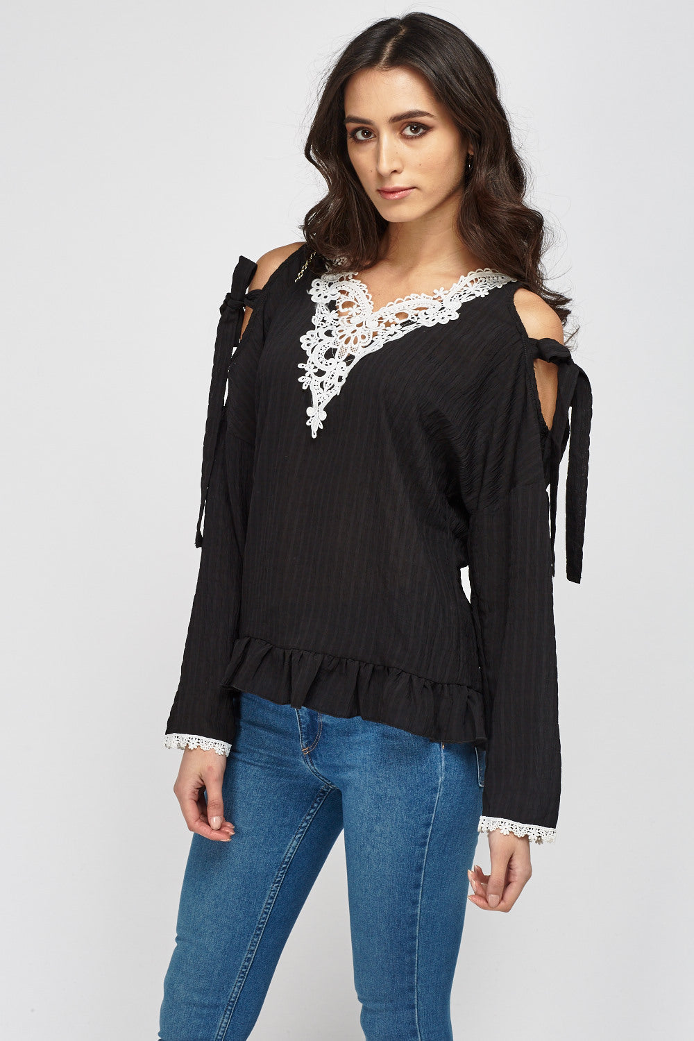 Top cold shoulder con detalle croché - MiTiendaSecreta