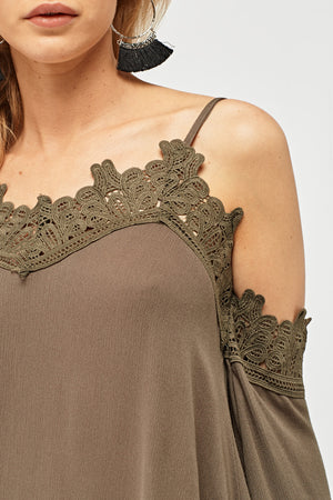 Top off shoulder con detalle croché