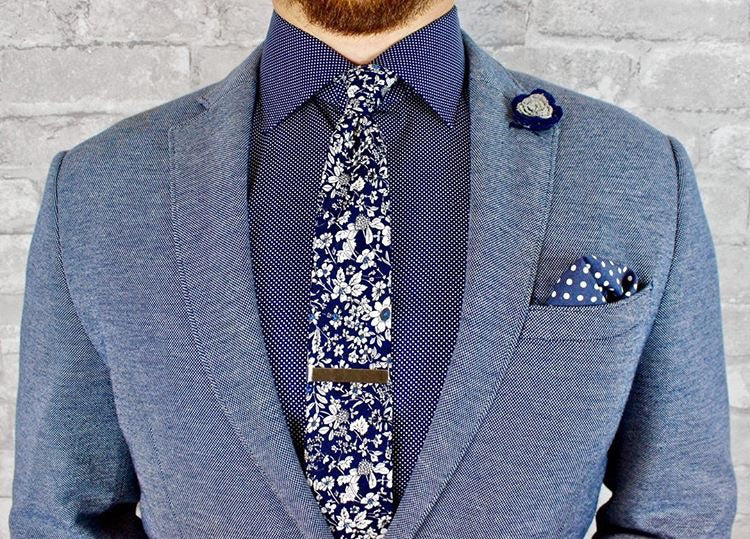 Guy wearing a floral tie - blue and white floral tie - Oxford Square