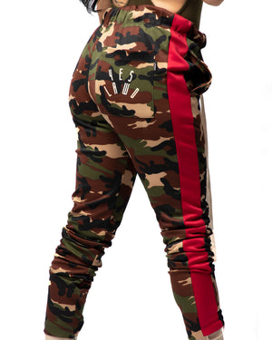 Verse Trackpants in Camo & Red