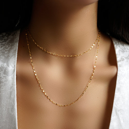 SHIMMERING LONG CHAIN YELLOW GOLD