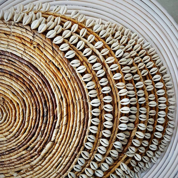 Natural Woven Banana Leaf Round Dining Placemats With Shells - Canggu & Co